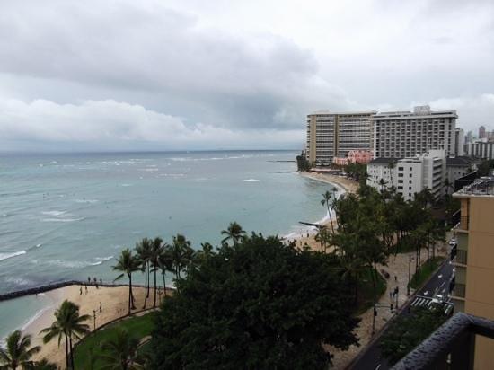 Aston Waikiki Beach Hotel: view from 8th floor oceanfront.