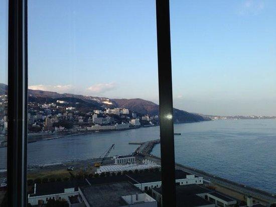 Atami Korakuen Hotel: 部屋から相模湾を望む