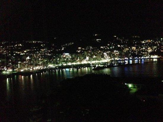Atami Korakuen Hotel: 夜、熱海市街地の夜景