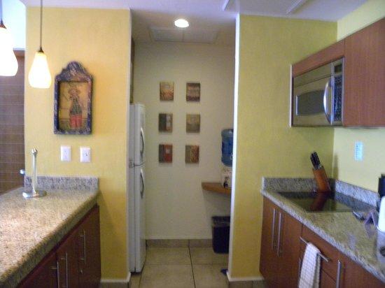 Ixchel Beach Hotel: Kitchen