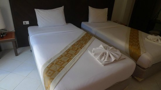 Ascot Krabi : The beds in the room
