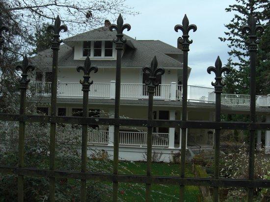 Cedar Cove Inn: Exterior