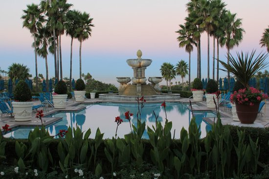 Monarch Beach Resort: Looking out at the pool and the Pacific Ocean