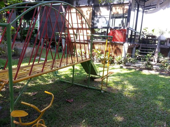 Kiree Thara Boutique Resort: A simple playground at the backyard.