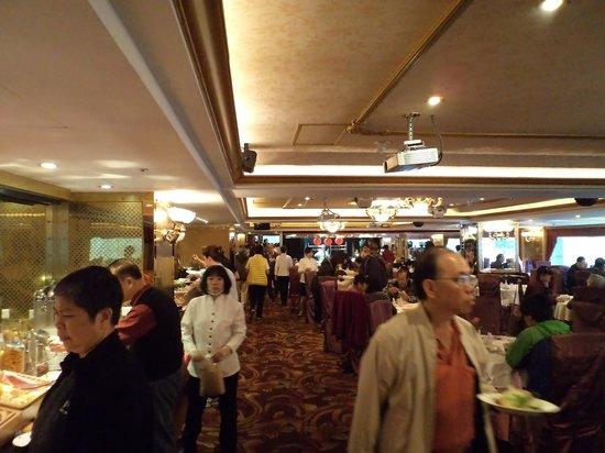 Cosmos Hotel Taipei: Crowded breakfast area
