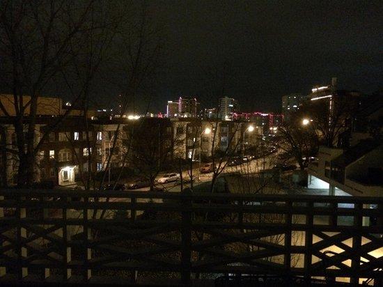 Southmoreland on the Plaza: Nightview from balcony towards the plaza