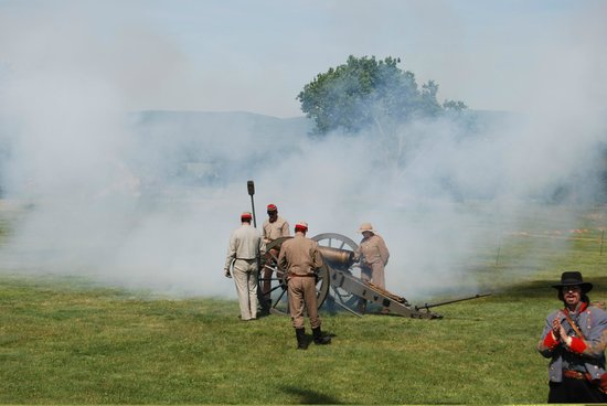Antietam National Battlefield: Cannon demonstration
