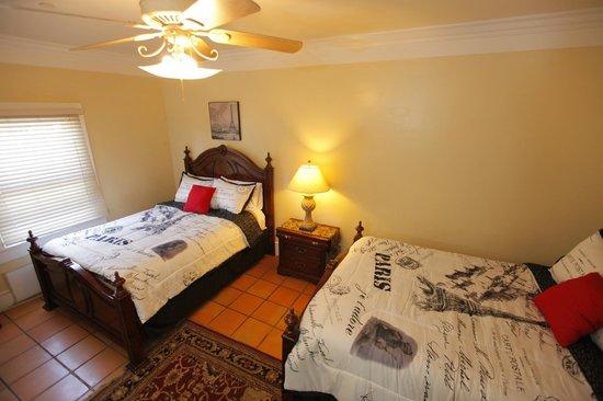 Santa Paula Inn: Queen Guest Room