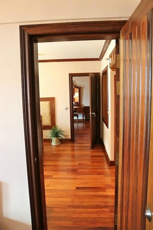 Angkor Era Hotel : Walkway through family suite (3 joining rooms)