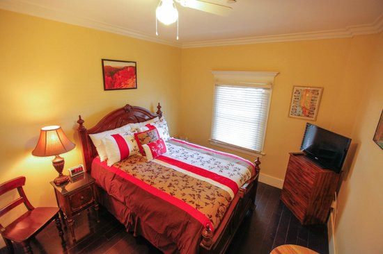 Santa Paula Inn: Queen Guest Room