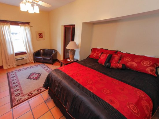Santa Paula Inn B&B: King Guest Room