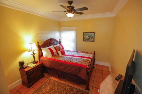 Santa Paula Inn B&B: Queen Guest Room