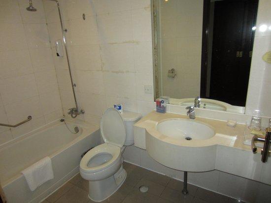 Beijing Dong Fang Hotel : bathroom