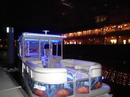 Englewood, FL: H2O Limo in front of Laishley's Marina
