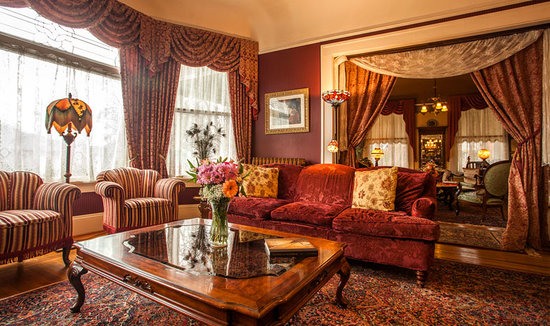 Lion and the Rose Victorian Guest House : Middle Parlor