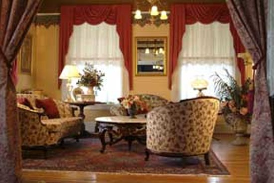 Lion and the Rose Victorian Guest House : Front Parlor