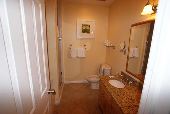 Parrot Key Hotel and Resort: Master Bath