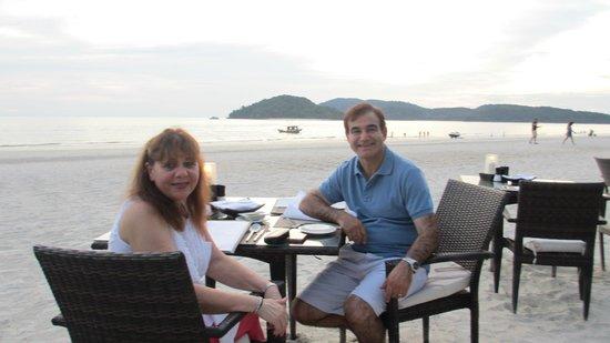 Casa del Mar, Langkawi: Mario and Silvana at dinner