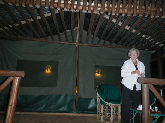 Kibale Forest Camp: Tents are huge with full furnishings and private bath