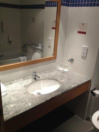 Clarion Hotel Liffey Valley: Bathroom