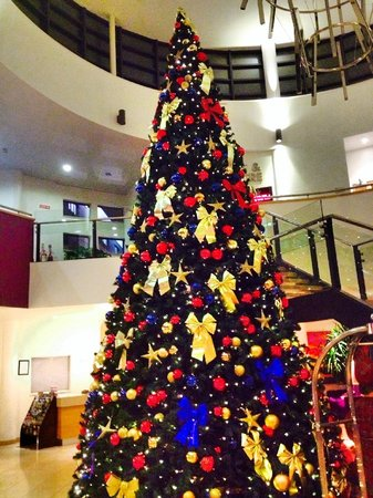 Clarion Hotel Liffey Valley: Christmas tree in the lobby