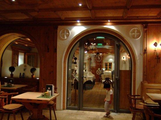 Hotel Zur Tenne: レストランの入口