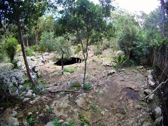 Temple of Doom (Cenote Esqueleto): jump into the hole!