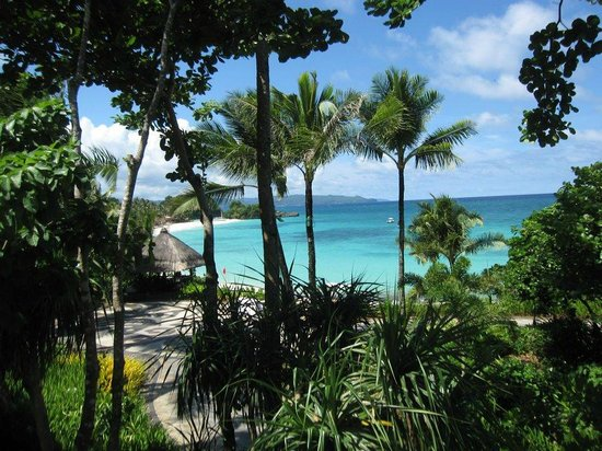 Shangri-La's Boracay Resort & Spa: Outlook from the grounds to the beach