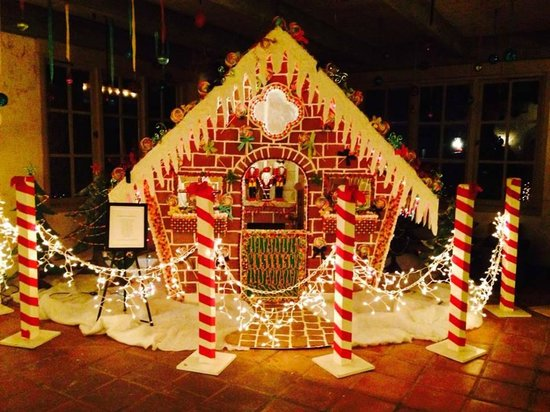 Rancho Bernardo Inn: Larger-than-life Gingerbread house in the reception