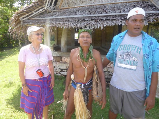 Yap Pacific Dive Resort: Village Chief and our guide