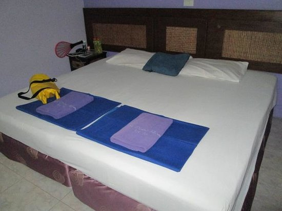 Asia Divers Resort: Big (hard) beds
