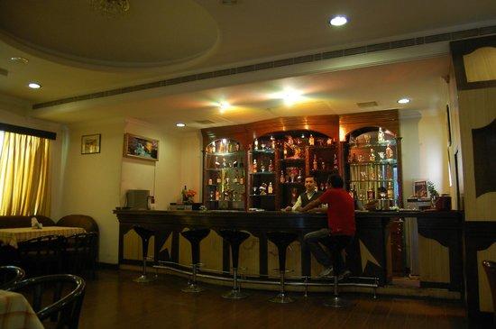 Hotel Rudra Continental: Cloud 9 Bar