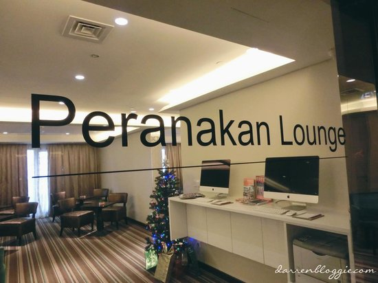 Village Hotel Katong by Far East Hospitality: Peranakan Lounge for Club room guests