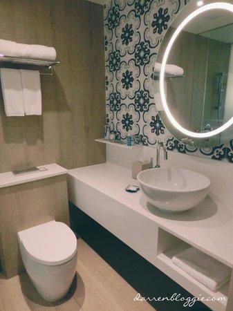 Village Hotel Katong by Far East Hospitality : Washroom