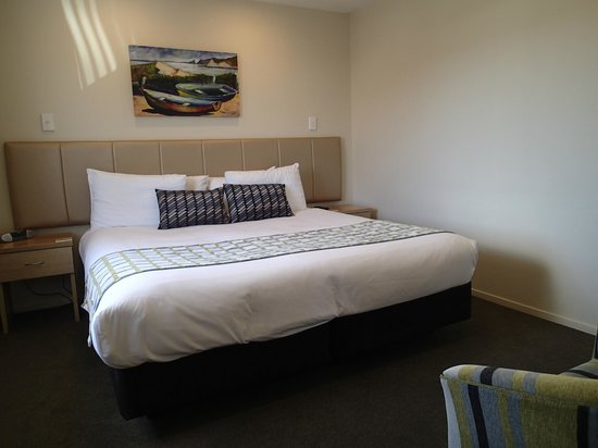 BEST WESTERN 555 On Bayview: second room