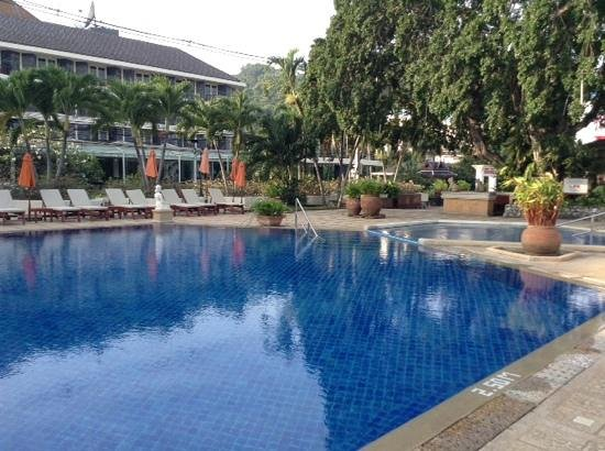 Siam Bayshore: вид от бассейна на основное здание
