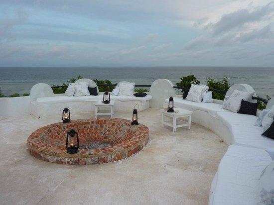 Msambweni Beach House: Area for drinks with fireplace