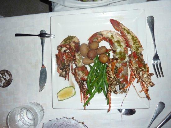Msambweni Beach House: dining