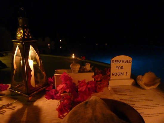 Msambweni Beach House: Dining next to the pool