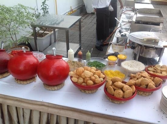 Radisson Blu Plaza Hotel Hyderabad Banjara Hills: the vodka Pani-Puri ! a cold war legacy !!!!