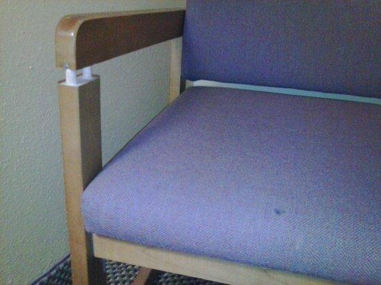 Econo Lodge Inn & Suites Newton : Chair falling apart
