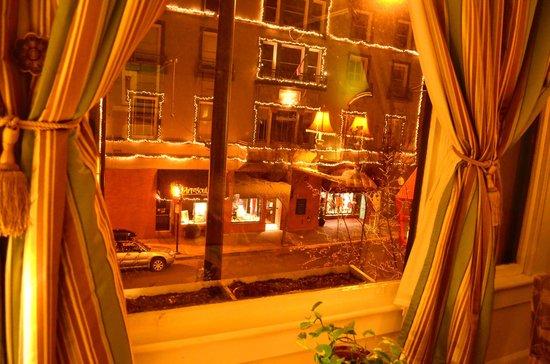 Columbia Hotel: Beautiful windows, nice street view