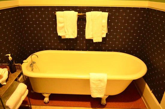 Columbia Hotel: comfy clawfoot