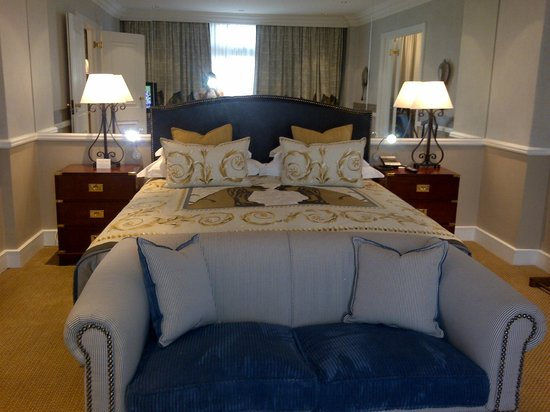 Meikles Hotel: A room fit for a Queen