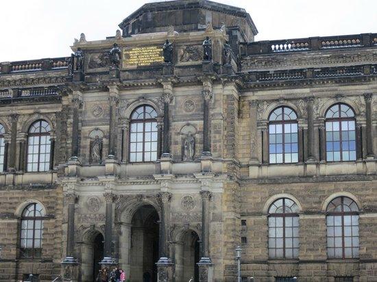 Dresden Municipal Gallery and Art Collection: Дрезденская галерея