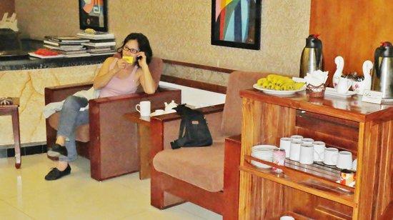 Tu Linh Legend Hotel: café, thé et fruits à disposition
