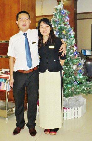 Tu Linh Legend Hotel: M. le Directeur et Melle Mia (réception)