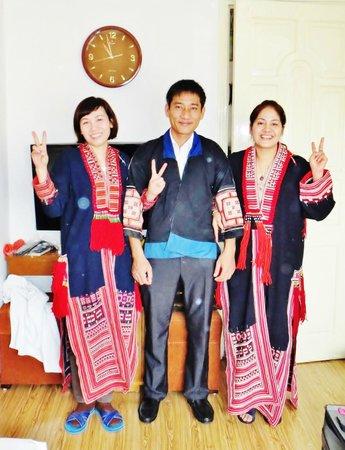 """Tu Linh Legend Hotel: sympathique personnel - ici en costume """"Yao"""""""