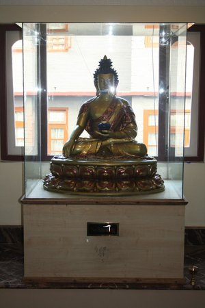 Hotel Berries: BUDDHA'S WELCOME STATUE
