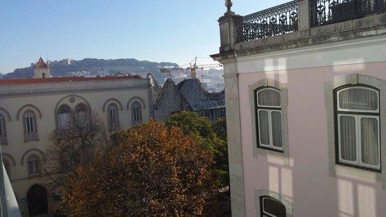 Lisboa Carmo Hotel: Vue du blacon de la chambre 301